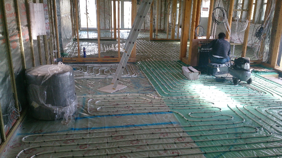 Pressurizing UFH manifold and pipes to 4 bar using compressed air